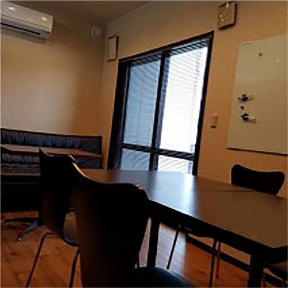 Meeting room with relaxed atmosphere.